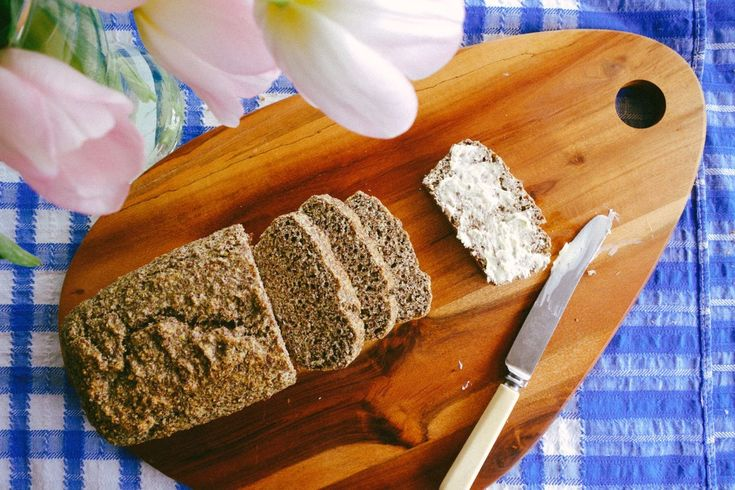 Grain free bread To make one littleish loaf you'll need: 4 eggs 1 cup of flax meal 3tbsp water Half cup of ground almonds 1tsp baking powder Half tsp salt 1 Small loaf tin