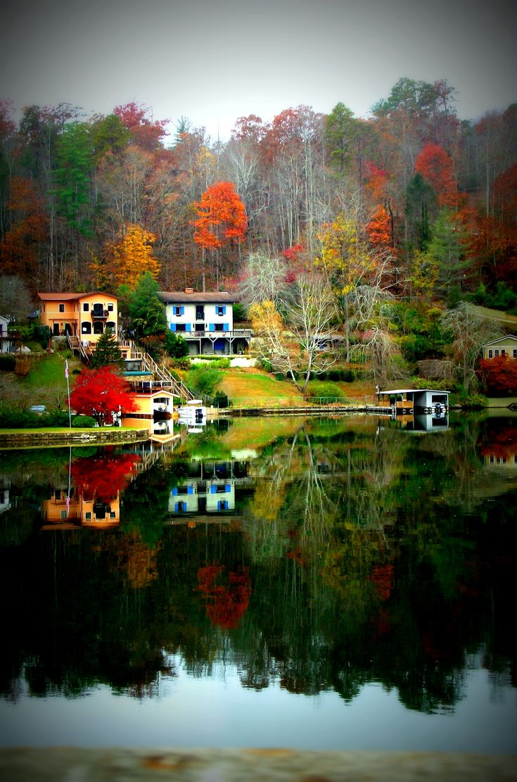 Lake Lure, North Carolina - this is where I want to have a little romantic getaway.  It is heavenly.