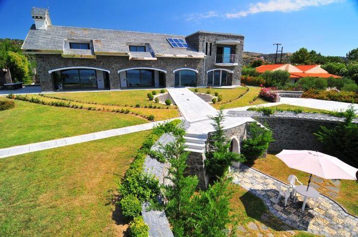 Einmalige Luxus Super Villa vor dem Strand in Chalkidike mit einziger Architektonik  Details zum #Immobilienangebot unter https://www.immobilienanzeigen24.com/griechenland/63085-nea-skioni-chalkidiki/Villa-kaufen/23822:1878430228:0:mr2.html  #Immobilien #Immobilienportal #NeaSkioniChalkidiki #Haus #Villa #Griechenland