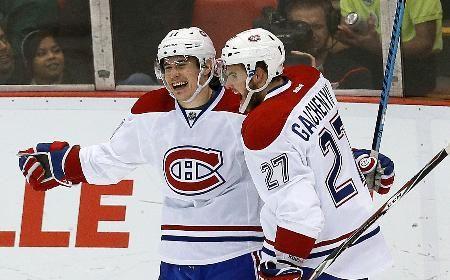 レッドウイングズ戦でゴールを決めて喜ぶカナディアンズのギャラガー(左)=デトロイト(AP=共同) ▼17Nov2014共同通信|NHL、カナディアンズ首位浮上 6連勝 http://www.47news.jp/CN/201411/CN2014111701001667.html #Montreal_Canadiens #Brendan_Gallagher #Alex_Galchenyuk #Detroit_Michigan #NHL #Detroit_Red_Wings_vs_Montreal_Canadiens
