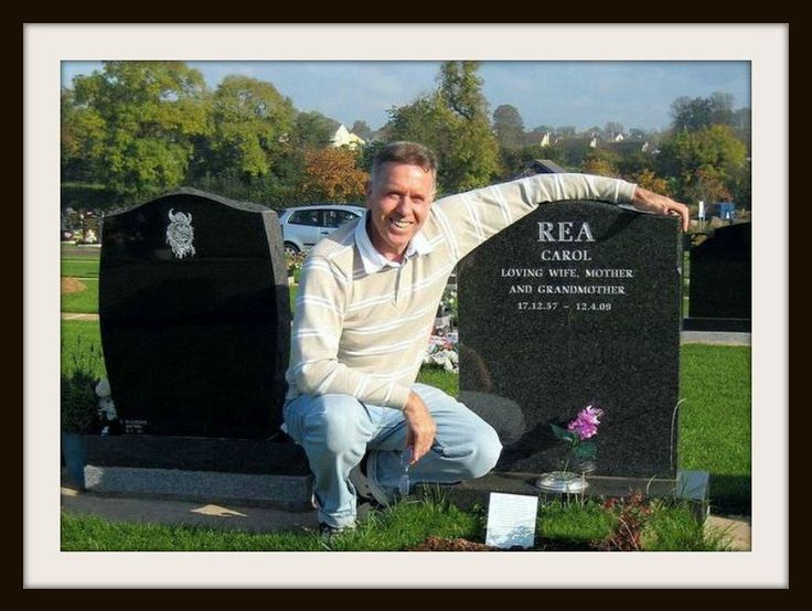 CAROL REA'S GRAVE IN ANTRIM,NORTHERN  IRELAND AND CHARLIE HUTCHISON. ( BOTH GRANDCHILDREN ) OF THOMAS & NELLIE HUTCHISON,9 ANDREW STREET LOCHGELLY.
