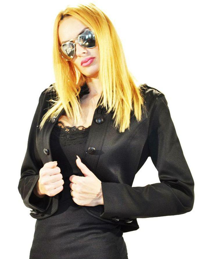 Sacou Dama Short Black  -Sacou dama elegant  -Model elegant stil tunica ce cade frumos pe corp  -Detaliu nasturi de efect     Lungime: 48cm  Latime talie: 35cm  Compozitie: 70%Bumbac, 30%Poliester