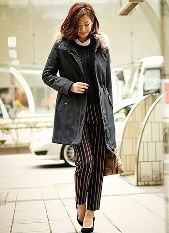 紺モッズコート+ストライプパンツのコーデ【30代】 | 花子