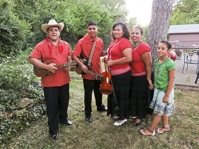 You are AWESOME Ted...Thanks!!!Pasion Huasteca by Ted Somerville, via Flickr  With a traditional spirit of Huapango interpretation, Pasion Huasteca joins a community fundraiser for the Latino Youth Collective of Indianapolis.