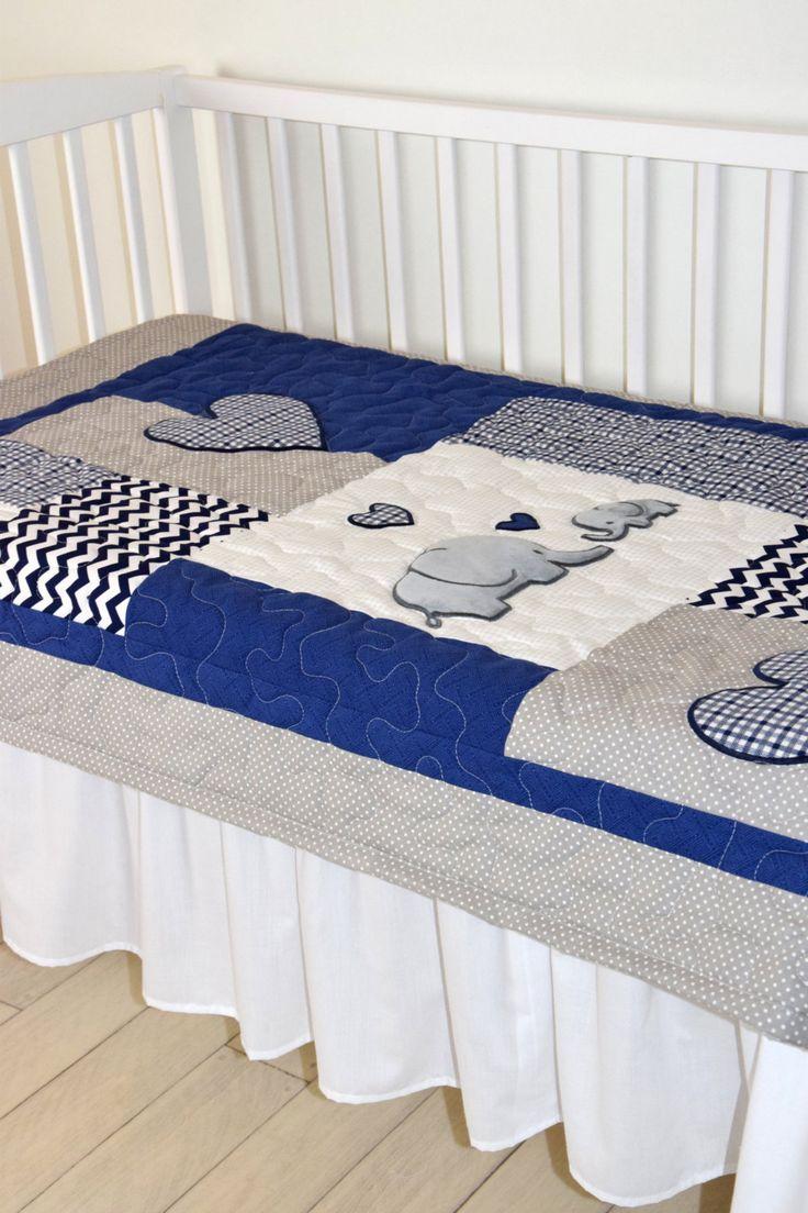 Deken van de olifant, olifant Quilt deken, Marine en grijs Chevron Baby Patchwork deken  Een gloednieuwe kleurencombinatie van de olifant dekens, een Marine - grijze quilt te koppelen aan een slaapkamer van de baby.  De schattige olifant baby deken leuk voor jongens en meisjes ook met verschillende kleuren natuurlijk. Ik gebruikte het tijdloze chevron patroon, en de toepassingen met patchwork techniek gemaakt. Elke maat en kleur, kan worden gemaakt of met verschillende toepassingen.  Op deze…