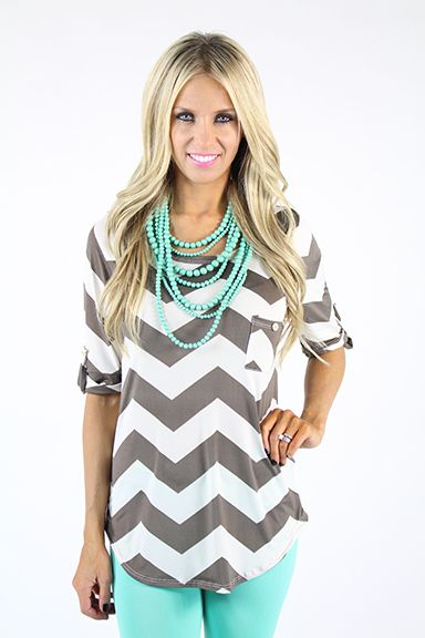 SEABREEZE pearls by Premier Designs! paired with mint skinny jeans, gray & white chevron blouse #pdstyle #PremierDesigns #jewelry jessicanatali.mypremierdesigns.com