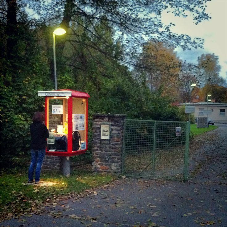 Klagenfurt - Der Schaukasten am Lendkanal bietet auch im Winter Informationen über das Kinomuseum.