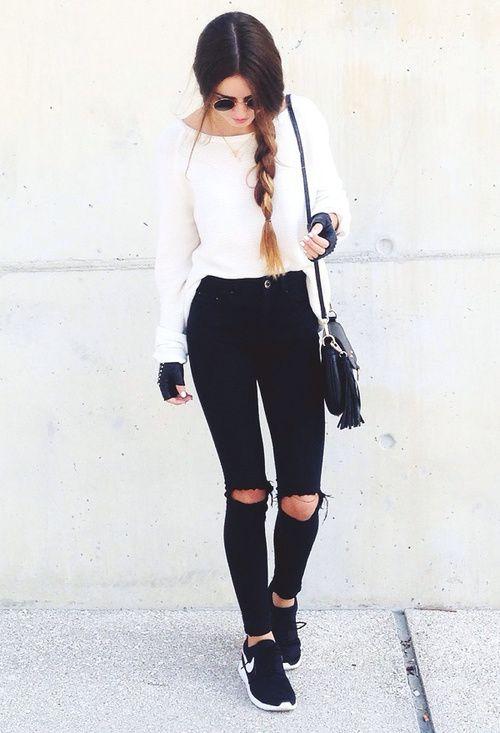 "thestyle-addict:   Sweater»  Black Ripped Jeans» / ""Jamás subestimes el poder de una sonrisa"""