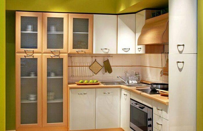 Оригинальная компактная кухня, что задаст положительное настроение и оптимизирует пространство.