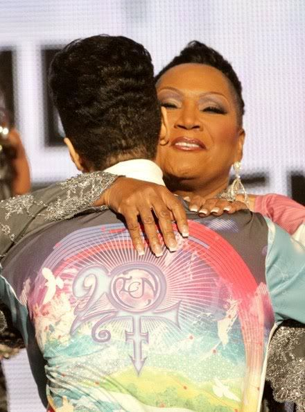 """Prince hugging Patti LaBelle after she gave a tribute to him. She sang """"Purple Rain"""". BET Awards 2010."""