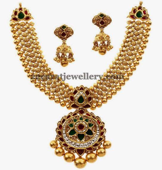 Jewellery Designs: Antique Kundan Set Floral Locket