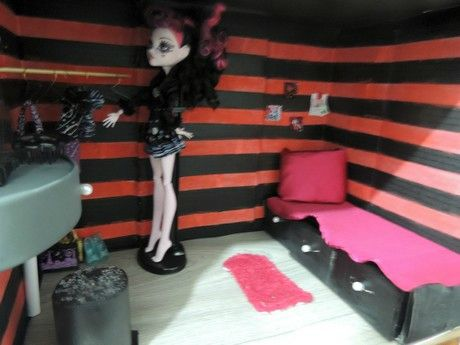 Faire une maison de poupée (Monster High/ Barbie)