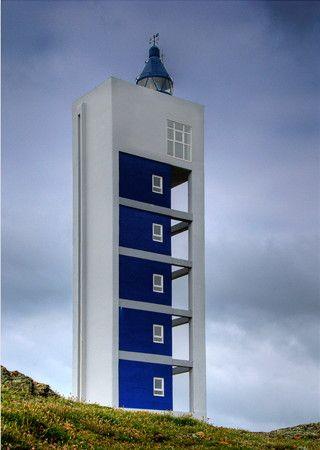 30. Faro de Frouxeira. Se encuentra ubicado en la localidad de Meirás, en la punta de la Frouxeira. Fue construido en 1992, con un diseño vanguardista. El faro comenzó a funcionar, a prueba, en Junio de 1994, pasando a ser definitivo en Noviembre de 1994. Meiras - Valdoviño. (A Coruña) Galicia. Spain.