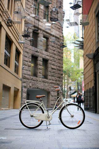 Omafiet White dutch bike
