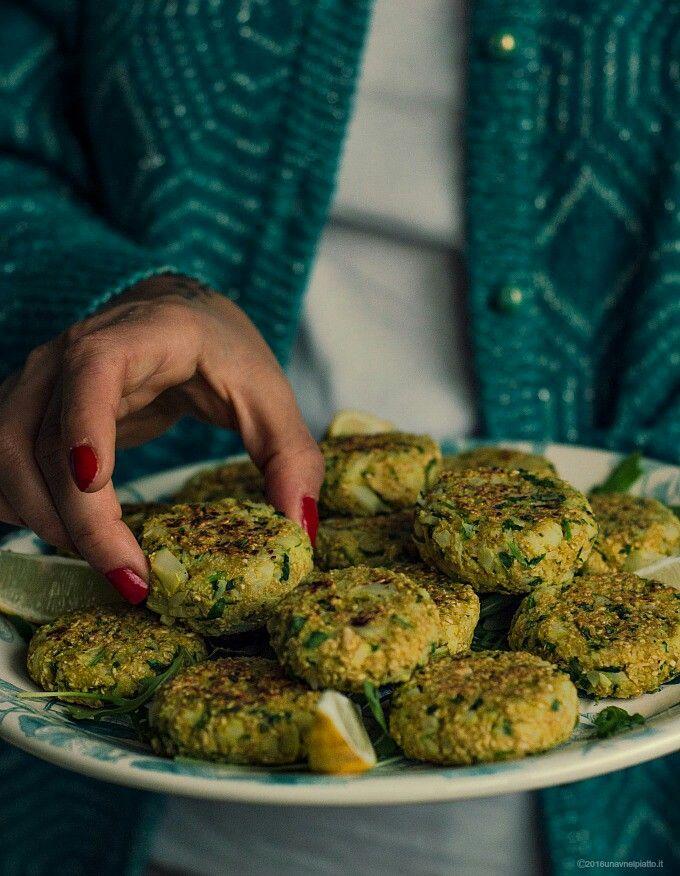 Vegan meatballs with cauliflower, hazalnuts, rucola and oatbran http://www.unavnelpiatto.it/ricette/seconde-portate/polpette-avena-cavolfiore-rucola-nocciole.php