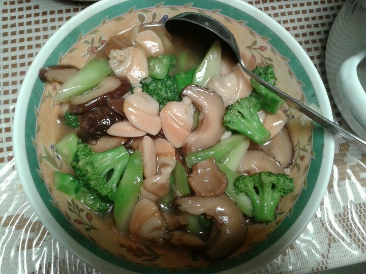 Broccoli with pacific clams