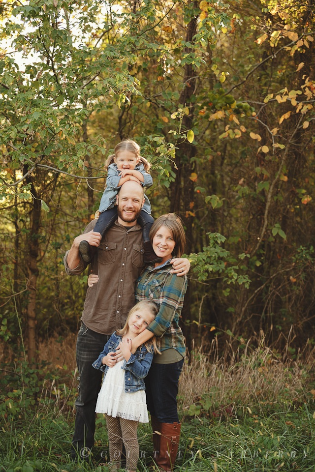 Family Pose - Courtney Yarberry Photography