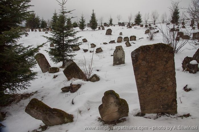 Old Jewish cemetery in the Bieszczady Mountains #Poland  www.simplycarpathians.com