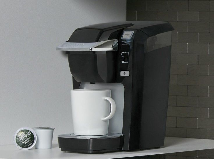 Keurig K15 Single Serve Compact K-Cup Pod Coffee Maker -Minimized: Small and individual; incredible for little spaces and versatile plan goes anyplace.  -Mix SIZES: Brews your ideal sum, any glass estimate between 6-10 oz. Utilize the 6 oz. glass estimate for a bolder blend.