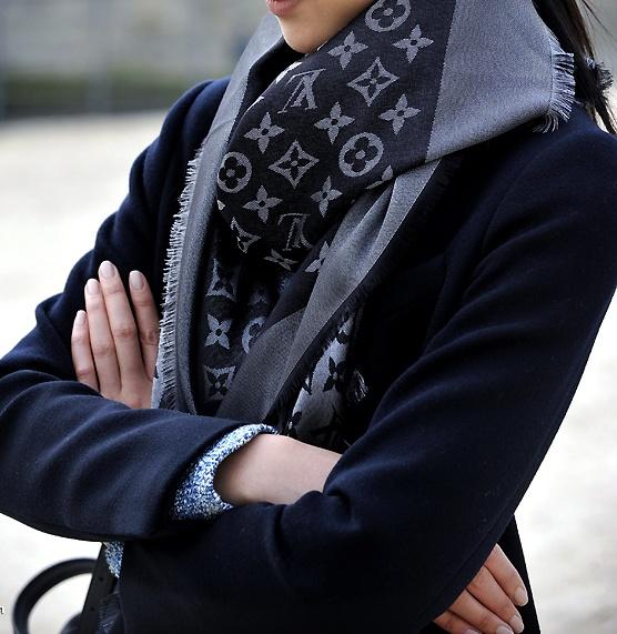 ACCESSOIRES : Louis Vuitton Scarf // Black // Grey