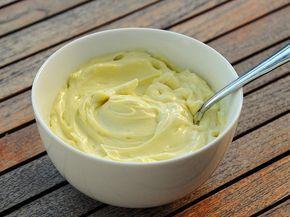 La maionese Bimby è una salsa cremosa ed omogenea, di colore bianco o giallo pallido le cui origini sono ancora incerte.