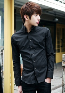 Korean men love to wear tightly fitting shirts