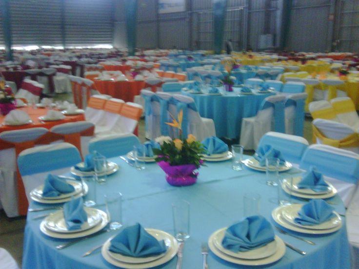 Servicio de banquetes mesas sillas manteleria montaje for Sillas para eventos