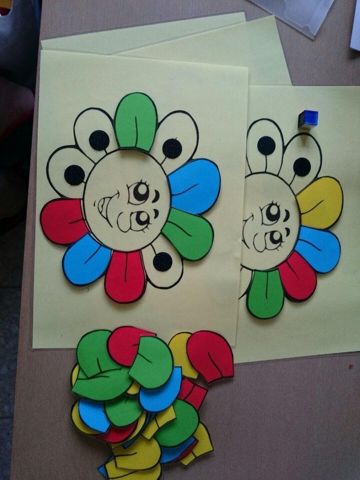 de bloem heeft zijn blaadjes verloren kan je de bloem terug volledig maken? dit is gemaakt uit gekleurd papier en geplastificeerd. hier is het de bedoeling dat het kindje de blaadjes van de bloem terug plakt ze mag zelf kiezen welke kleuren zodat het haar eigen creatie wordt.