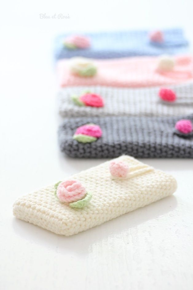 iPhone Cover ♥ U can copy this pattern easily ... all single crochet in the round.  Just measure the item you want to crochet for...any Smartphone.
