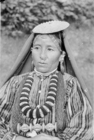 Ornamented Nepalese Woman.jpg (129208 bytes)