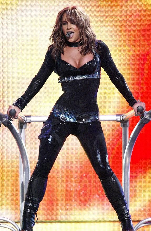 Britney Spears, The ONYX Tour, 2004.  (Why didn't she ALWAYS have this hair?!  It looks amazing on her!)