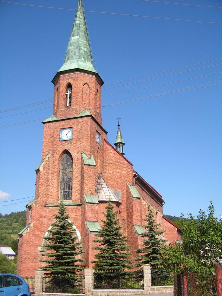To obiekt neogotycki, budowany z cegły. Władze zaboru austriackiego zezwoliły tylko na budowę kaplicy cmentarnej.