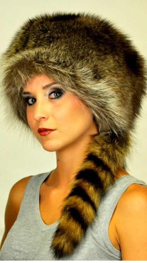 Authentic Coonskin cap, Unisex! Real raccoon fur hat with true tail. Handmade in Italy.  www.amifur.co.uk