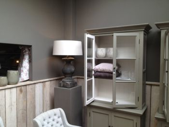 Painting The Past - Gallery  wand: loft, kasten: monument grey