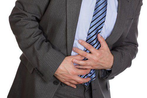Conseils et remèdes naturels pour soigner le reflux gastrique.   Son nom complet est reflux gastro-oesophagien et il s'agit d'une pathologie très fréquente de nos jours.