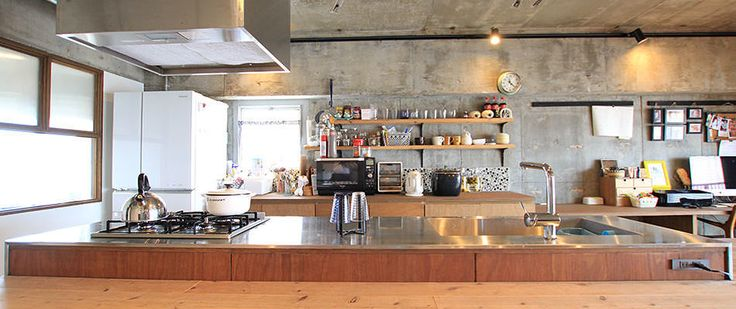 無垢材やコンクリートで素材を楽しむ、キャットウォークのある住まい | リノベーションのリノベる。