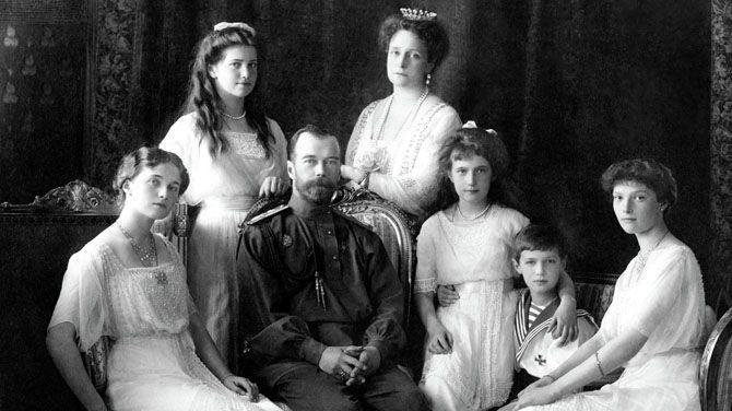Lichamen tsaar Nicolaas II en echtgenote Alexandra opgegraven in Sint-Petersburg