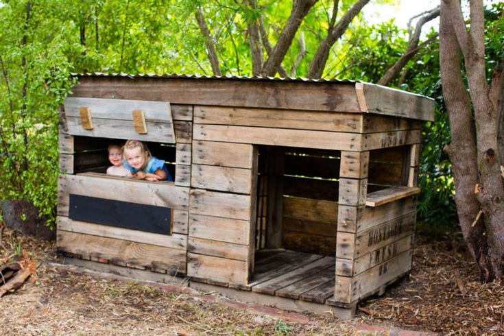 304 best hut boomhut images on pinterest treehouse for Building a wendy house from pallets