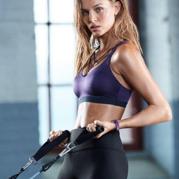 Elastique musculation : comment faire du sport avec un élastique - Elle