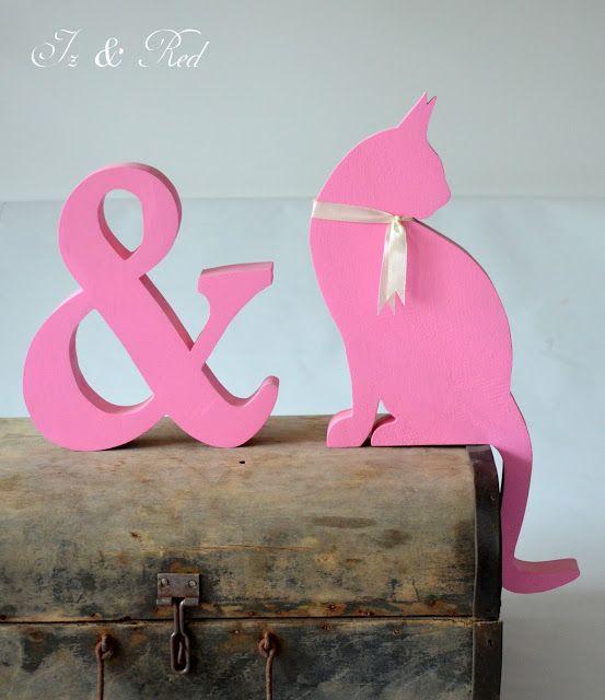 Old Tools And Woodworking - litery i napisy z drewna, wsporniki, półki z drewna: Pink & Pink i stara waliza co ma wiele serc i jedną duszę.