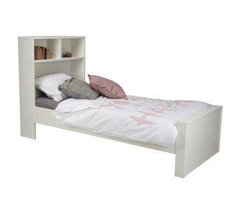 Woood Maxtienerbed 90x200 Dit mooie 1-persoons bed inclusief handige opbergwand is gemaakt van wit grenen hout metglade afwerking. Voor meiden en jongens en als optie met handige lade leverbaar....