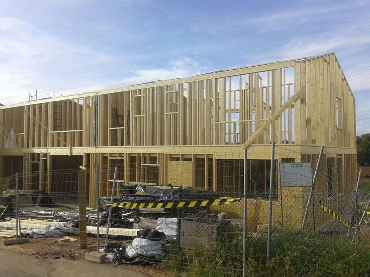 Casas adosadas en construcci n con estructura de madera de - Casas con estructura de madera ...