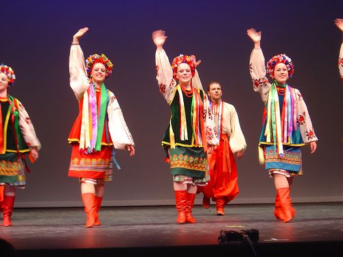 ukrainian folk dance school Mr doroniuk was trained at the yavir school of ukrainian dance  troyanda ukrainian dance ensemble, chai folk  vincent served on shumka's artistic team.