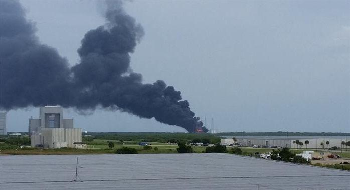 Explosión destruye el cohete espacial SpaceX en Cabo Cañaveral | Radio…