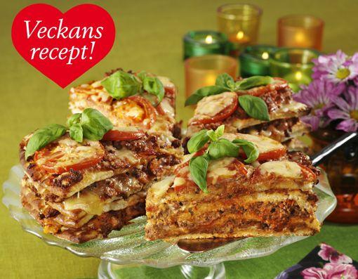 Fresta med nya färsfavoriter! Vår varma smörgåstårta blir garanterat en succé på festen. Förbered gärna färssåsen, sen är det bara att lägga ihop och gratinera!  4–6 port 600 g...