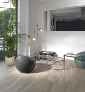 PVC Vloeren zijn in opkomst: een mooie warme houten vloer-uitstraling, maar niet kapot te krijgen! In allerlei kleuren, patronen en tegenwoordig zelfs verkrijgbaar in klik-variant!