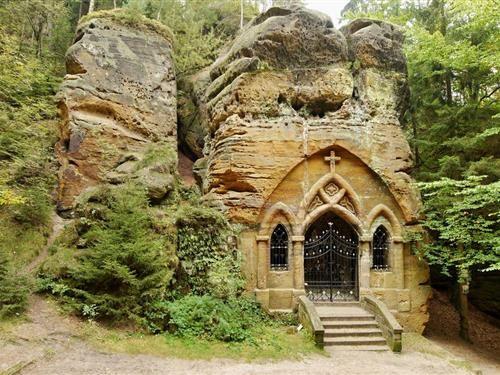 Modlivý důl u Svojkova - tajemné poutní místo