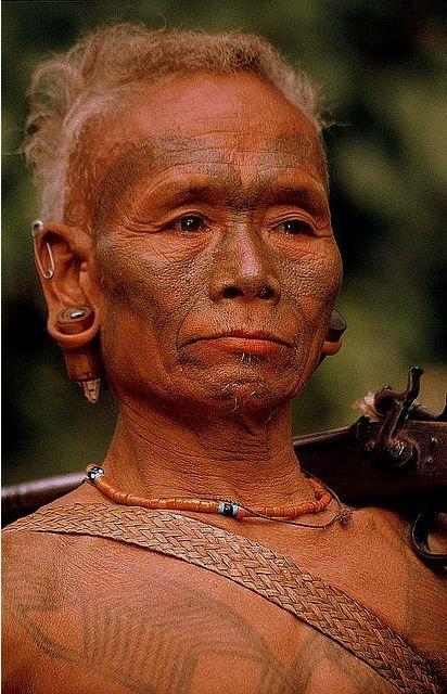 Nagaland, IndiaMost del pueblo naga viven en la India, como Naga Tierra del noroeste de la India, los estados de Manipur y Arunachal Pradesh.  En Myanmar lado de la frontera viven mucho más pequeña población de unos 100.000 Naga-s.  Se extienden alrededor de la División Sagaing occidental, desde la línea de Patkoi en el norte de Thaungdyat en el sur, de frontera con la India en el oeste de Río Chindwin en east.Image: Rudi Roels