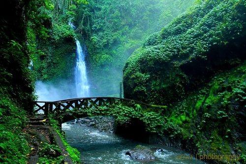 Lota Waterfall, Pineleng, Manado, North Sulawesi, Indonesia. (by Role Sumarauw)