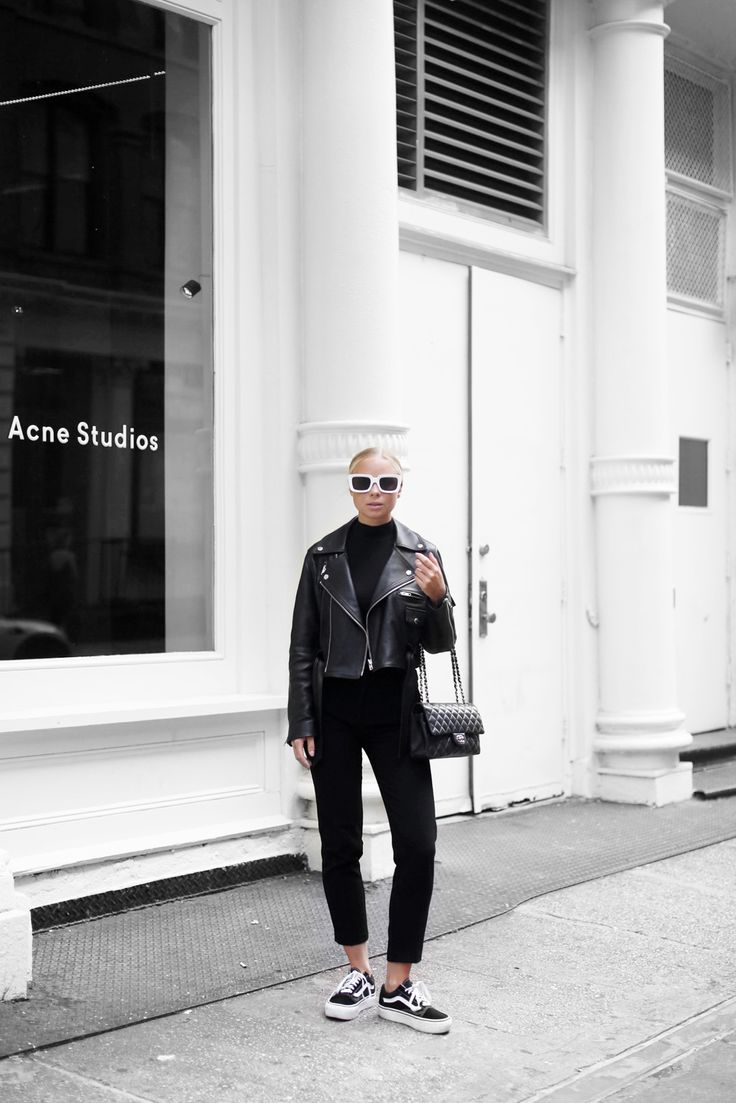 Products: Jacket - H&M (here) Sunglasses - Céline Trousers - Asos (old pair) Shoes - Vans Platform Top - Gina Tricot (old one) Bag - Chanel